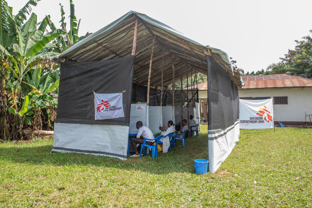 Participants to the vaccination receive information